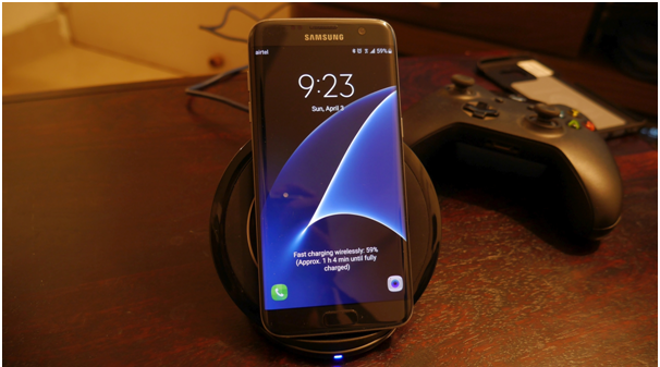 how does samsung wireless charger work know what all you need to charge your phone. Black Bedroom Furniture Sets. Home Design Ideas